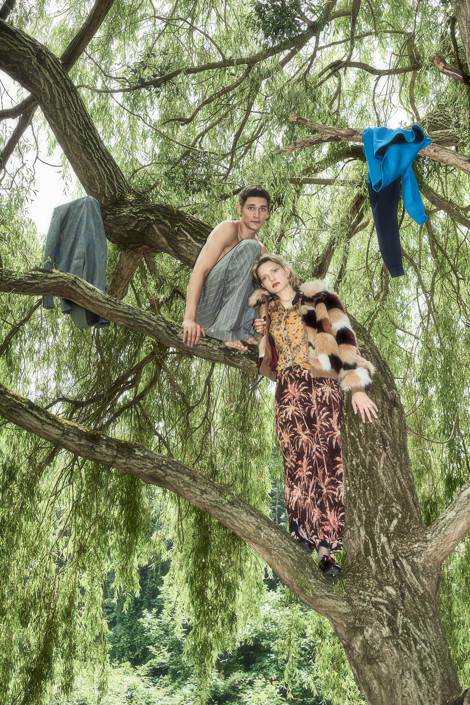 """couple in tree"""