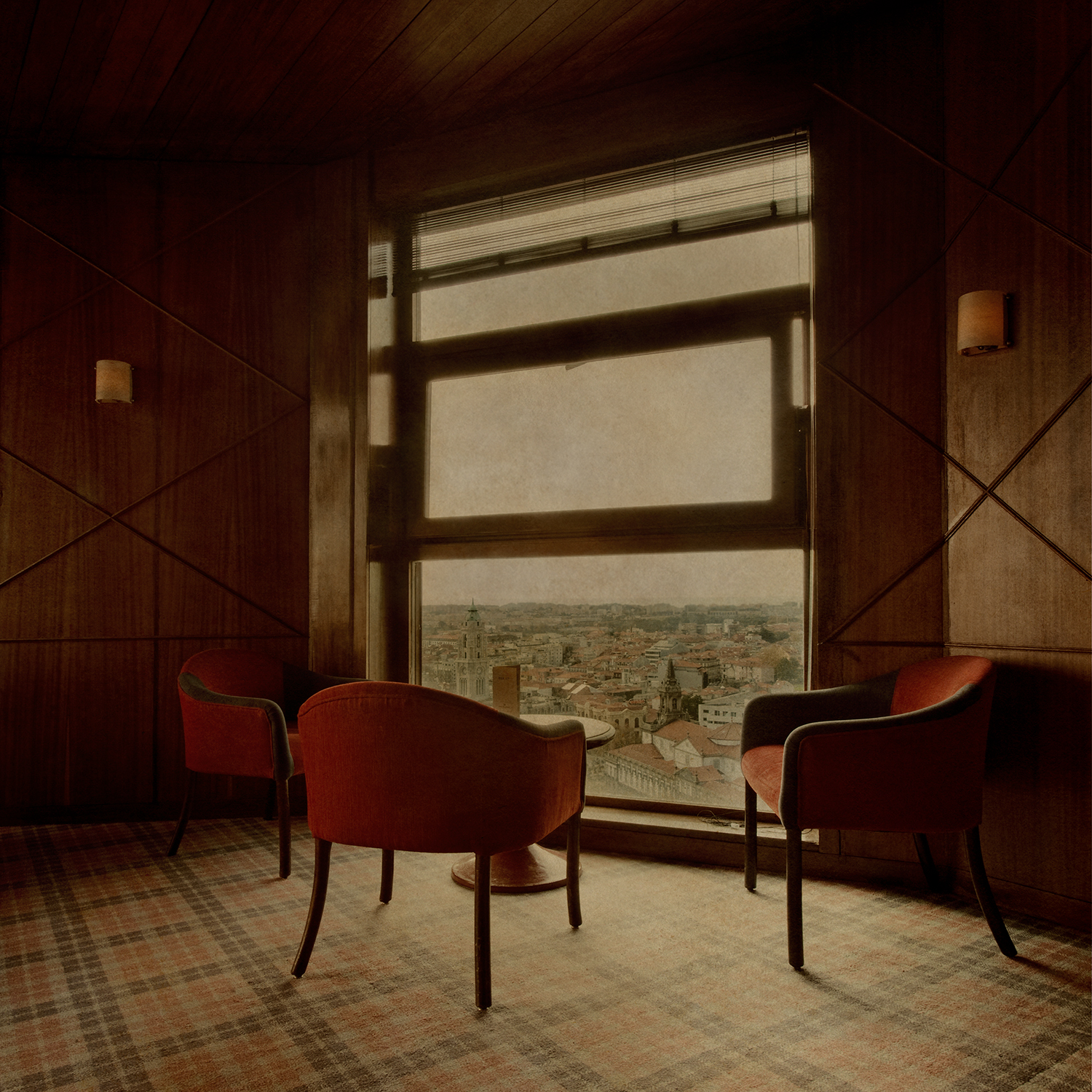 """Porto room with chairs"""