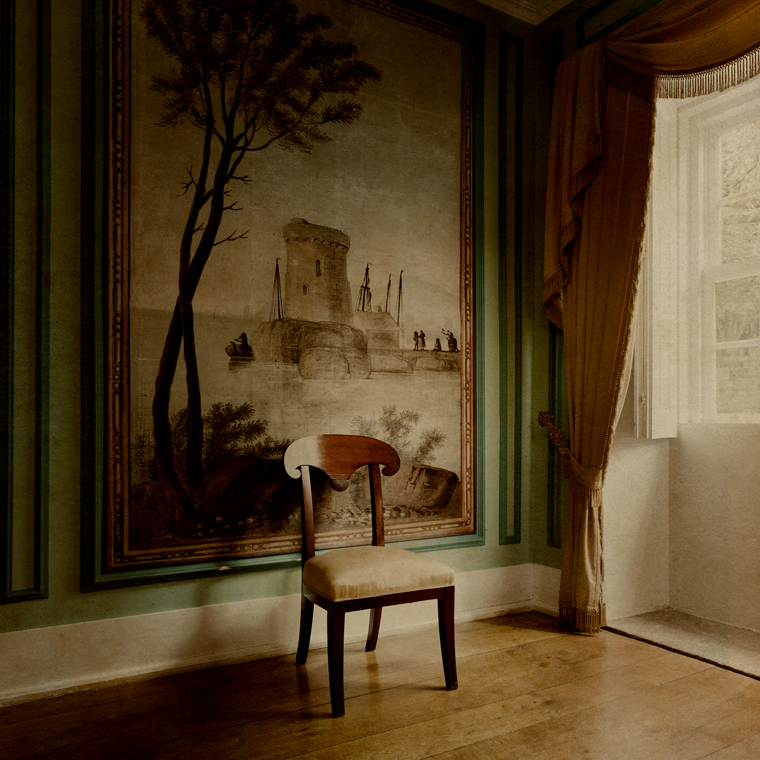 """Porto room with chair"""